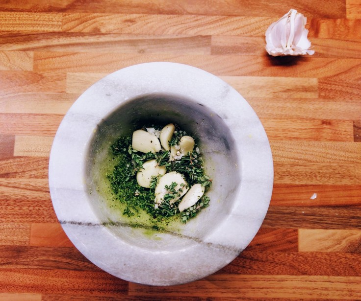 mortar-pestle-garlic-salt-pepper-thyme