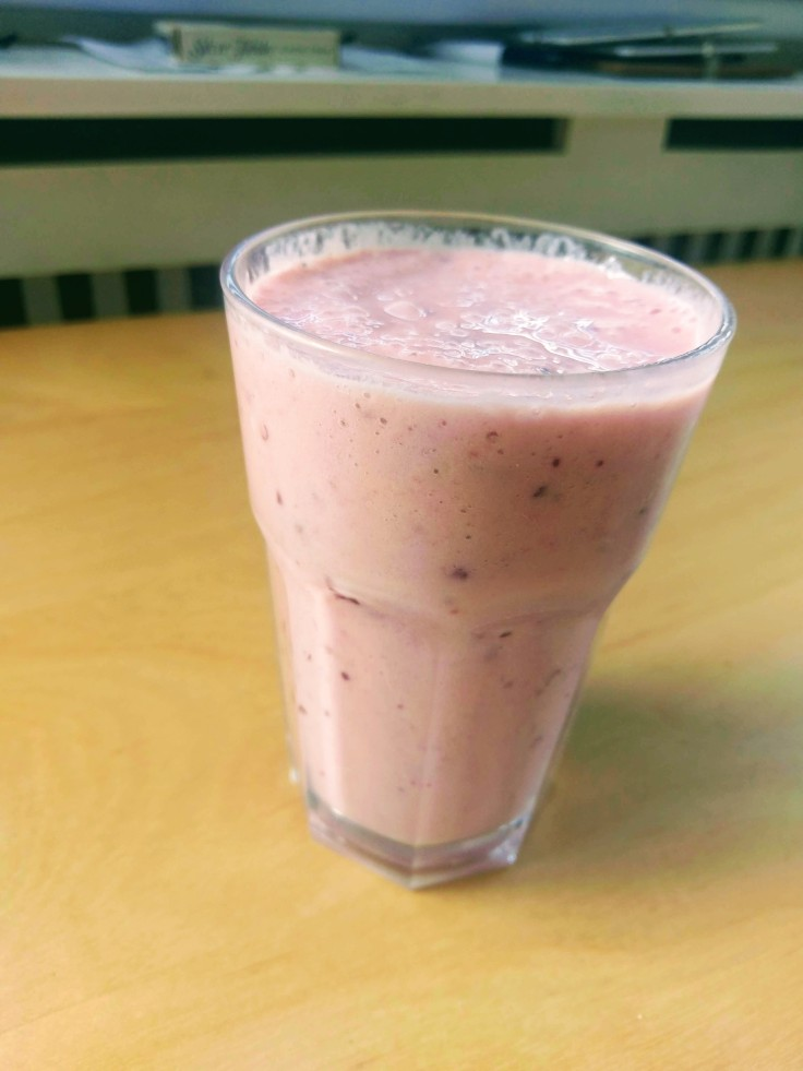 banana-plum-smoothie